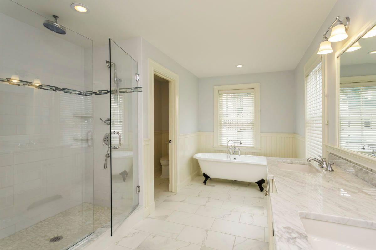 Embellissement du marbre après ponçage et nettoyage