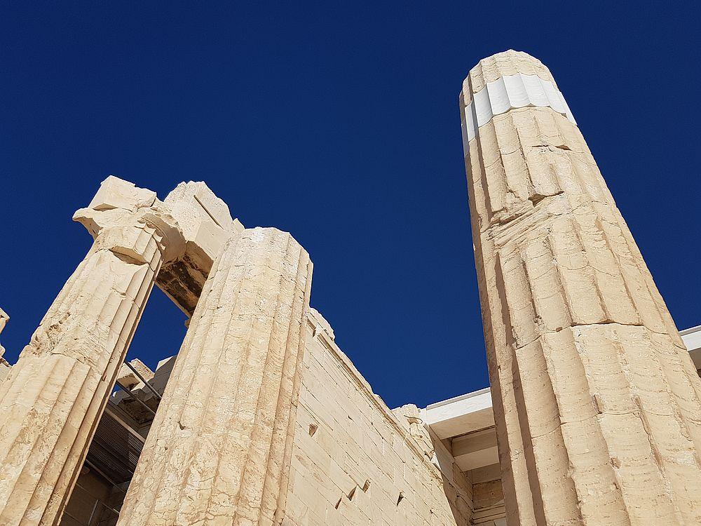colonnes de marbre au Parthénon sur l'Acropole à Athènes